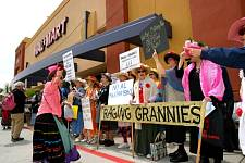 Raging_Grannies_2.jpg